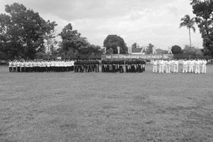 NAIK TINGKAT:Prajurit Yonif 310 Kidang Kancana Cikembar yang merupakan peserta beragam cabang beladiri mengikuti kenaikan tingkat secara bersamaan. Hal itu dilakukan menjelang keberangkatan tugas menjaga perbatasan RI-Papua Nugini. andri radaR