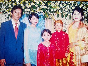 FOTO BERSAMA: Ayep Supriatna, foto bersama keluarganya. FOTO:IST