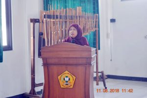 Enung tati Amalia 300x200 - 288 Mahasiswa Baru Ikut LKMM