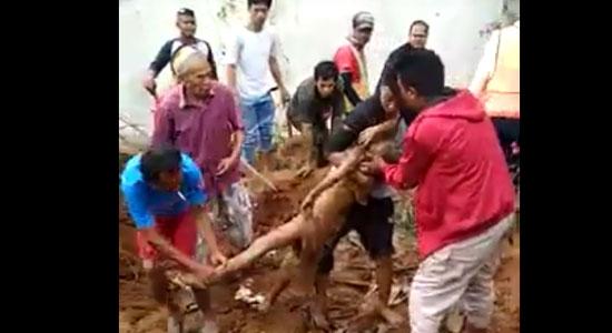 Longsor Cicurug - Video Detik-detik Evakuasi Bocah Korban Longsor Proyek Double Track Cicurug
