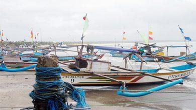 Nelayan 390x220 - Kemenhub Keluarkan Maklumat Pelayaran, Imbau Waspadai Cuaca Ekstrem