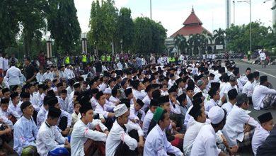 Aksi Santri 390x220 - Ribuan Santri di Kudus Demo Kecam Fadli Zon yang Rendahkan Kyai Mbah Moen