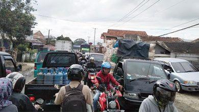 Macet 390x220 - Macet Masih Awet di Utara Sukabumi