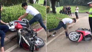 banting motor 390x220 - VIRAL! Pria Ngamuk Banting Motor karena Ditilang Polisi, Nih Videonya