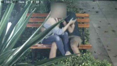 video cctv pasangan mesum 390x220 - Asyik Ciuman, Video Sepasang Kekasih Ini Terekam CCTV