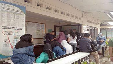 "warga terlihat antre 390x220 - Ratusan Orang ""Good Bye"" dari Sukabumi Pasca Lebaran"