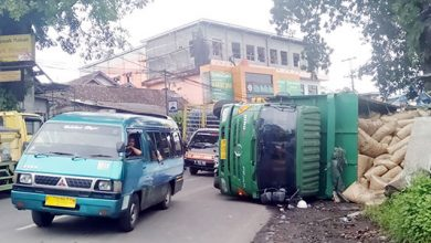 Truk pengangkut teh bernopol BG 8257 KB mengalami kecelakaan 1 390x220 - Sopir Angkot Keluhkan Kemacetan