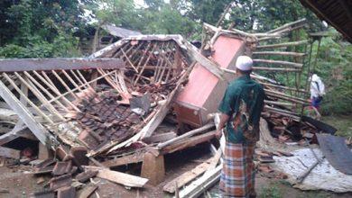 rUMAH aMBRUK 390x220 - Sukabumi, Bencana Lagi