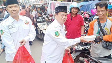 A HL jpeg 14 390x220 - IKMS Bagikan Nasi Padang