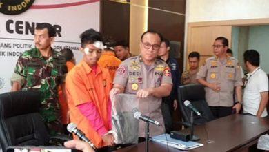 Brigjen Dedi Prasetyo dan tersangka Andri Bibir 390x220 - Oknum Brimob Terlibat Aniaya di Aksi 22 Mei, Akan Ditindak tegas