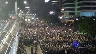 Demonstan 22 Mei 390x220 - Tidak Takut, Massa Aksi 22 Mei Malah Puji TNI