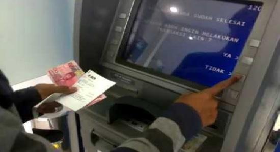 pembobolan atm - ATM Warga Kampung Cikaroya Sukabumi Dibobol, Uang Rp 41 Juta Ludes