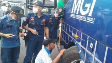 pengecekan bus cianjur 390x220 - Polisi Pantau Jalur Mudik Lebaran di Cianjur