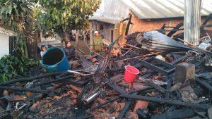 WhatsApp Image 2019 06 17 at 12.50.51 300x169 - Kebakaran Hanguskan 4 Rumah Buruh Tani di Kampung Nagrog Sukabumi