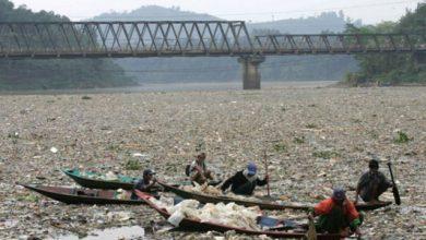 sungai citarum kotor 390x220 - Utang Rp 1,4 T untuk Bersihkan Sungai Citarum