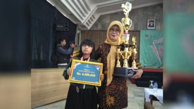 A HL 3 390x220 - Siswi SLB Budi Nurani Sukabumi Juara II Nyanyi Jabar