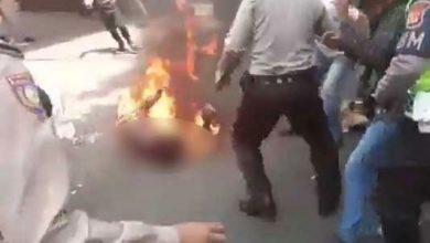 Aksi Bakar polisi 1 390x220 - Kapolda Beri Bantuan Rumah untuk Keluarga Almarhum Polisi Cianjur Terbakar