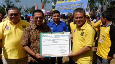 foto bupati 390x220 - BPJS Ketenagakerjaan Sukabumi Serahkan Sertifikat Kepesertaan