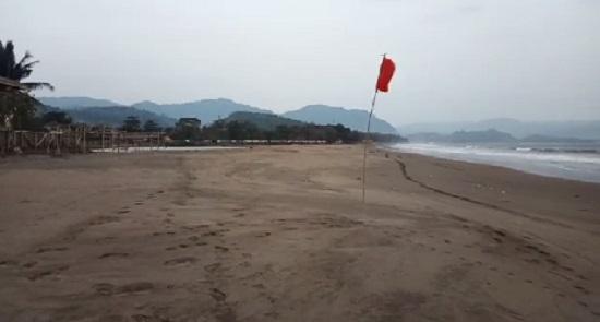pantai palabuhanratu sabtu - Takut Isu Tsunami, Pantai Palabuhanratu Sukabumi Sepi Pengunjung