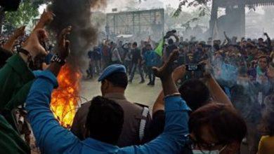 Demo Mahasiswa 5 390x220 - Analis : 'Masuk Jebakan Batman', Gaduh Di Akhir Periode Jokowi-JK
