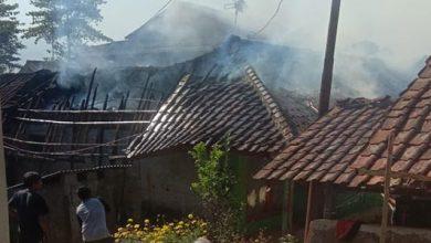Kebakaran Sukalarang 390x220 - Piah dan Esih Mengungsi
