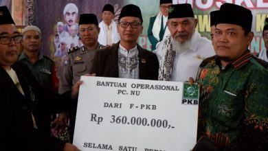 hasim adnan bantuan 390x220 - Legislator PKB: Bantuan Ini Dedikasi untuk Orang Tua Kami