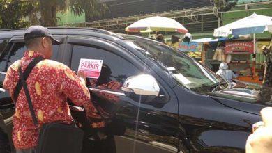 parkir sembarangan 390x220 - Salah Parkir, Dishub 'Jewer' Mobil Anggota DPRD Kota Sukabumi