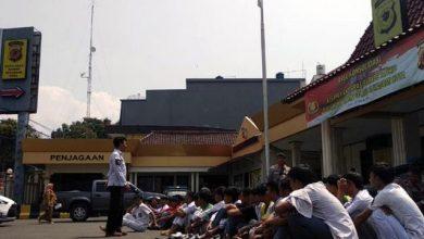 pelajar demo 390x220 - Puluhan Siswa SMA Sukabumi Mau Ikut Demo Diamankan Polisi