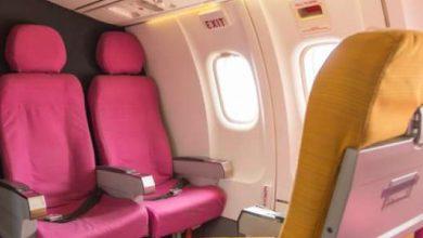 pintu darurat pesawat 390x220 - Kegerahan, Wanita Ini Nekat Buka Pintu Darurat Pesawat