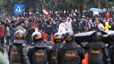 Demo Mahasiswa Bandung 390x220 - Ratusan Mahasiswa Dilarikan ke Rumah Sakit