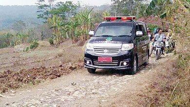 Jalan Kampung Cileungsir Desa Sindangresmi 390x220 - Puluhan Tahun Jalan Cileungsir Tak Diperbaiki
