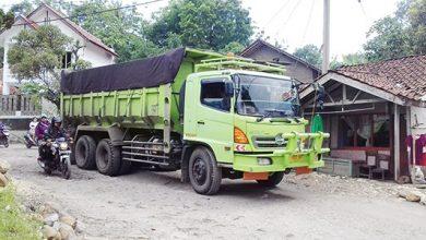 Jalan Provinsi Rusak 390x220 - UPTD Bina Marga Butuh Rp100 Miliar