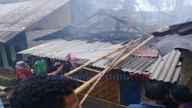 KEbakaran Cimuncang Sukabumi 390x220 - Tiga Rumah Warga Cimuncang Dilalap Si Jago Merah