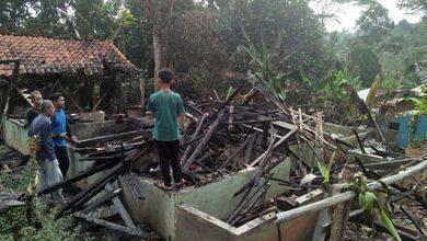 Kebakaran Bojonggenteng 390x220 - Rumah Kurnia Hangus Terbakar