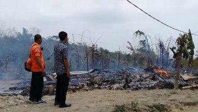 Kebakaran Jampangtengah 390x220 - Rumah Pepen Diamuk Si Jago Merah