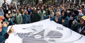 Mahasiswa-demo-di-Jakarta-menolak-revisi-UU-KPK-700×355