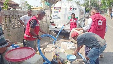 PMI Kota Sukabumi 390x220 - PMI Salurkan 5.000 Liter Air Bersih