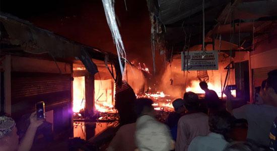 Pasar Rawakalong Terbakar - Pasar Rawakalong Membara