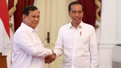 Prabowo Jokowi 390x220 - Prabowo Bisa Gantikan Jokowi Sebagai Presiden, Kata LIPI