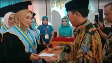 Wisuda 2019 STIKES Sukabumi 390x220 - 413 Mahasiswa Stikes Sukabumi Tahun 2019 Diwisuda