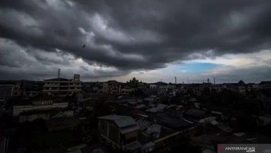 cuaca buruk 390x220 - Musim Pancaroba, Warga Sukabumi Diminta Waspada