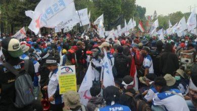 demo buruh antara 390x220 - Demo di DPR, Buruh: Bubarkan BPJS Kesehatan!