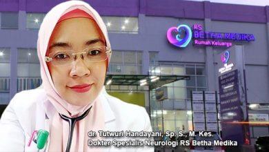 dr. Tutwuri Handayani Sp. S. M. Kes. Dokter Spesialis Neurologi RS Betha Medika 390x220 - Fakta dan Mitos Seputar Stroke
