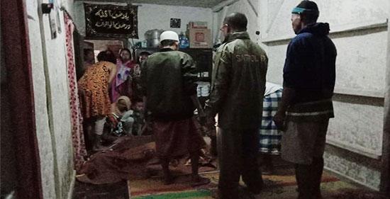 evakuasi jenazah Edi - Edi Tewas di Sungai Cikarang