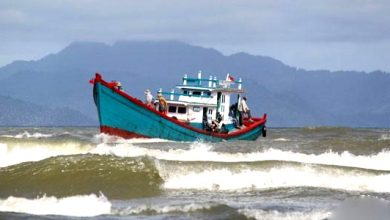 gelombang tinggi 390x220 - Gelombang Tinggi 4 Meter, Nelayan Sukabumi Diminta Hati-hati