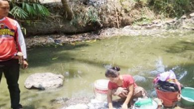 krisis air cianjur 390x220 - Warga Cikangkung Mandi Air Campur Sampah
