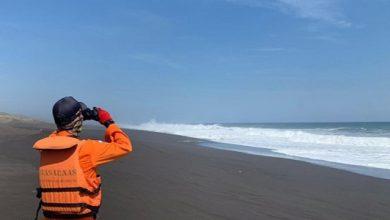 nelayan sukabumi hilang 1 390x220 - Tim SAR Sisir Pantai Cari Nelayan Sukabumi Hilang di Tasikmalaya