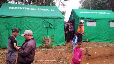 pergerakan tanah di Kampung Benda 390x220 - Dua Keluarga Mulai Diungsikan