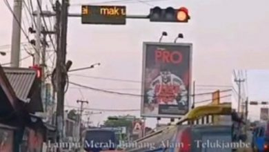 "running text karawang 390x220 - ""MAK UING HAyang KAWIN DEI"" Running Text Diretas Bikin Heboh"
