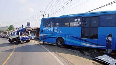 Bus Damri 390x220 - Bus Damri Bandara 'Cium' Rumah Warga